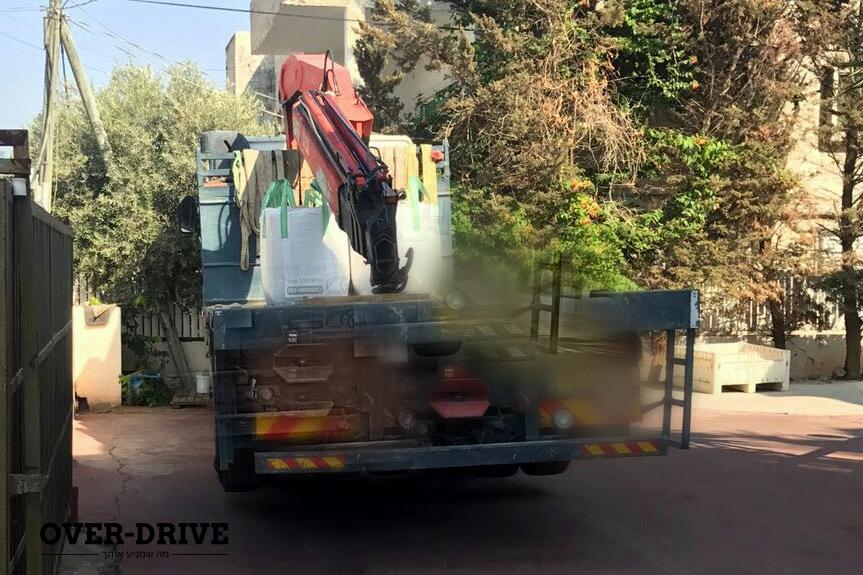 משאיות עם מנוף