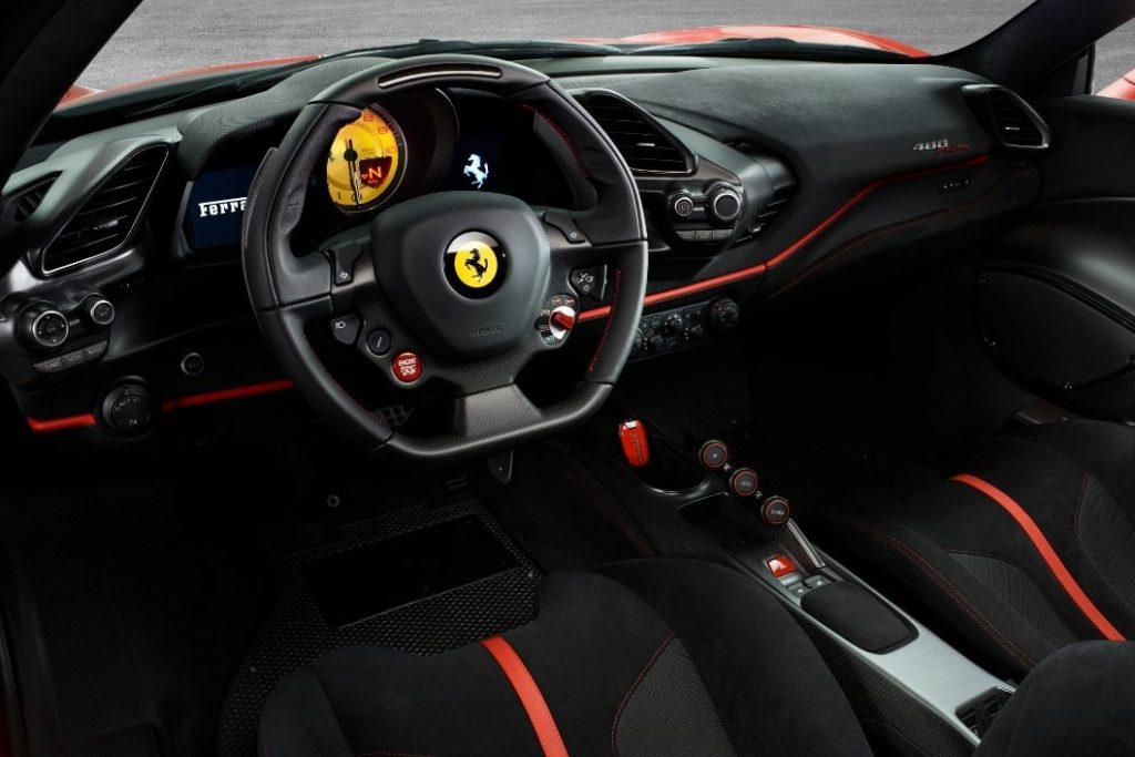 ראש בראש? פרארי 488 'פיסטה' מול פורשה 911 GT3 RS